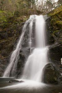 シャッタースピードを落とすと滝が綺麗に撮れます