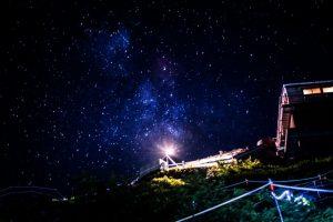 シャッタースピードを調節すると星空も綺麗に撮れます
