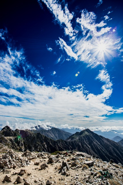 超広角レンズで撮影した山の写真