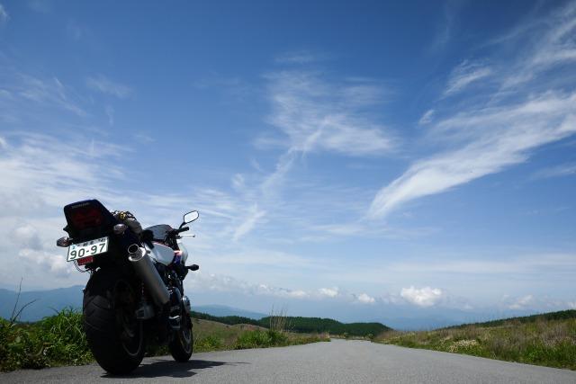 バイクでの旅行先はミラーレス